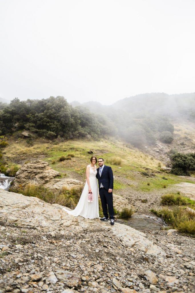 Pareja post boda pareja naturalPost boda fotografía profesional granada natural